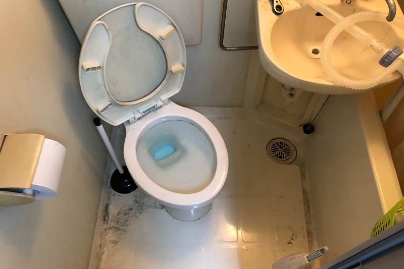 排水管の汚れを除去後トイレのつまりが解消